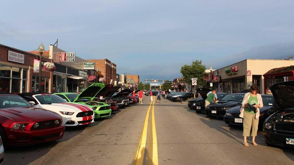 Ford Celebrates 25th Annual Woodward Dream Cruise With