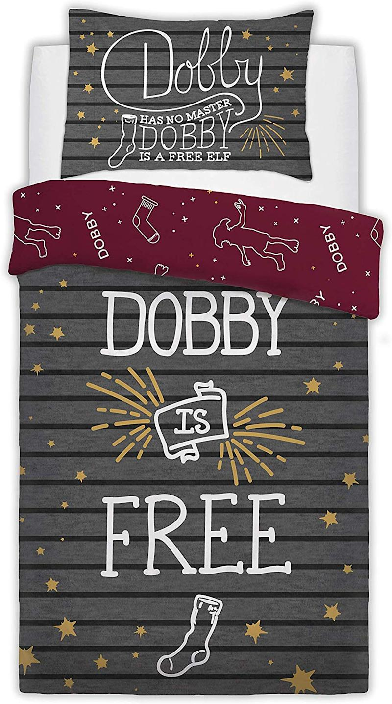 """<a href=""""https://amzn.to/34XQnYQ"""" target=""""_blank"""" rel=""""noopener noreferrer"""">Warner Brothers Reversible Printed Harry Potter Dobby The Elf Poly Cotton Duvet Quilt Cover Set, Amazon,</a> &pound;22.55 (Photo: Huffington Post UK )"""
