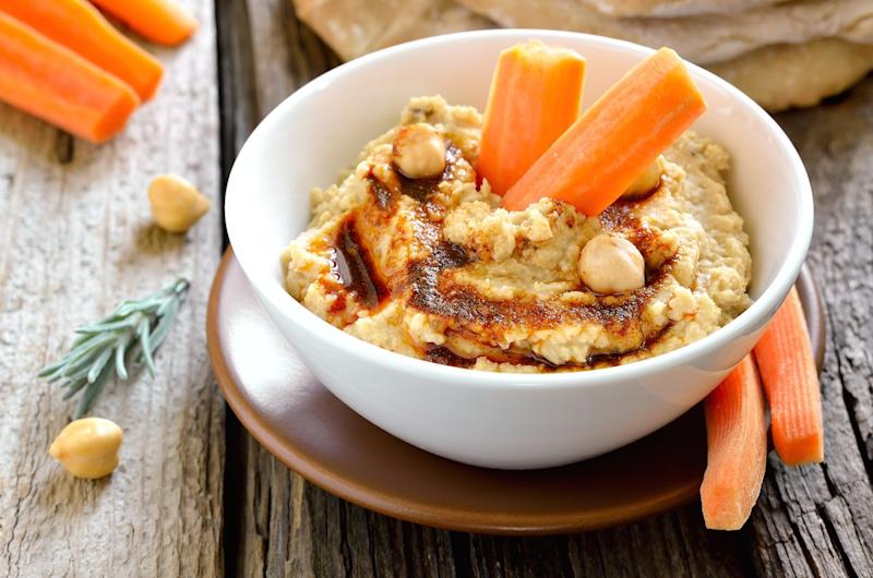 carrots and hummus snack healthy