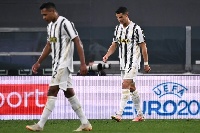 Cristiano Ronaldo (R) leaves the pitch after Juventus lost 3-0 to AC Milan.