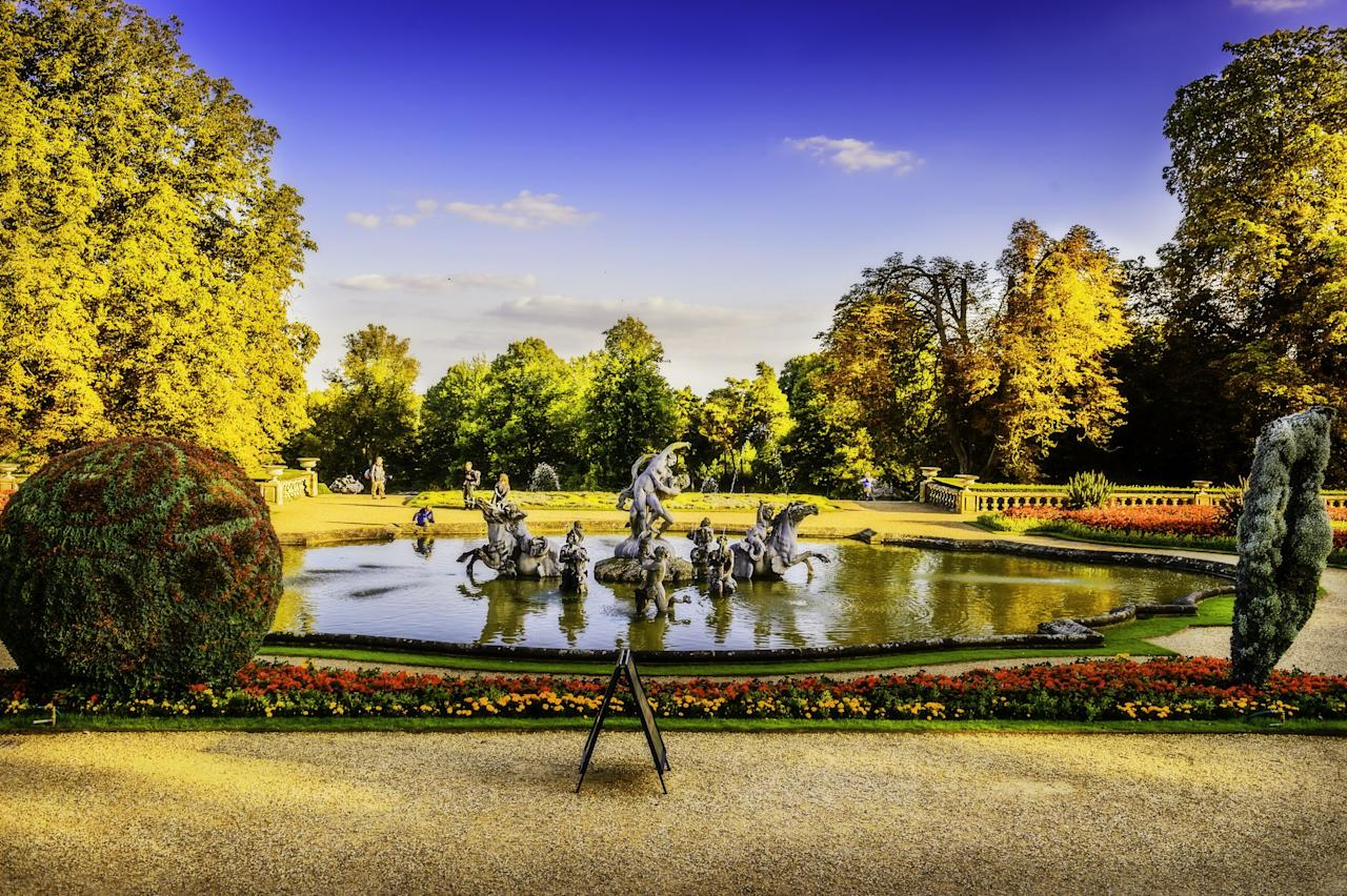 """<p><strong>Spring is finally here, and while we may not be able to enjoy public spaces right now, there's no better time to take a virtual tour of some of the world's most beautiful <a href=""""https://www.housebeautiful.com/uk/garden/a31782278/diy-garden-ideas/"""" target=""""_blank"""">gardens</a>.</strong></p><p>Make the most of your sofa-surfing time and take a visual journey through some of the most impressive gardens with your feet up and a cup of tea in hand.</p><p>Soak up the beauty of the plants and historic architecture at Kew Gardens, wander with awe through the colour explosion at the <a href=""""https://www.housebeautiful.com/uk/lifestyle/shopping/g31184101/chateau-angel-strawbridge-next-flowers-range/"""" target=""""_blank"""">flower</a>-filled Keukenhof Gardens in Amsterdam, and jet off to the paradisiacal palm-fringed jungle canopy of the Hawaiian Tropical Botanic Garden. </p><p>Discover eight mood-boosting virtual garden tours below...</p>"""