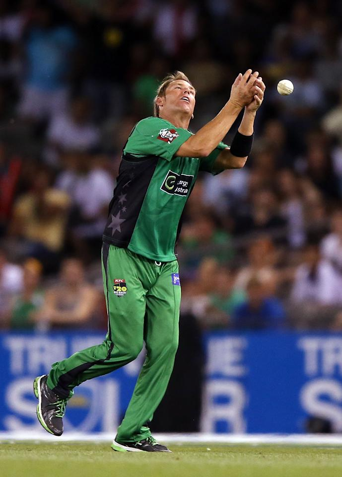 MELBOURNE, AUSTRALIA - DECEMBER 07:  Shane Warne of The Stars drops a catch hit by Faf Du Plessis of The Renegades during the Big Bash League match between the Melbourne Renegades and the Melbourne Stars at Etihad Stadium on December 7, 2012 in Melbourne, Australia.  (Photo by Michael Dodge/Getty Images)