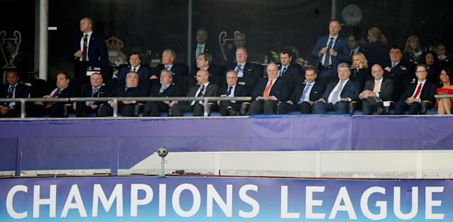 Soccer Football - Champions League Final - Real Madrid v Liverpool - NSC Olympic Stadium, Kiev, Ukraine - May 26, 2018 Real Madrid president Florentino Perez (C), former King of Spain Juan Carlos I, Ukraine President Petro Poroshenko (3rd R), FIFA President Gianni Infantino (2nd R) and Liverpool owner John W. Henry (R) in the stand during the match REUTERS/Gleb Garanich