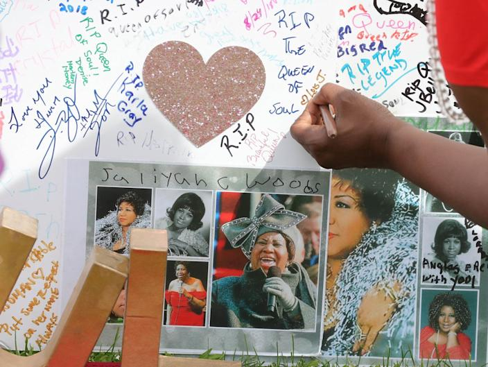Fans took time to sign the many cards and posters honoring Aretha Franklin in front of the Charles H. Wright Museum of African American History Wednesday, Aug. 29, 2018, in Detroit, Mich.