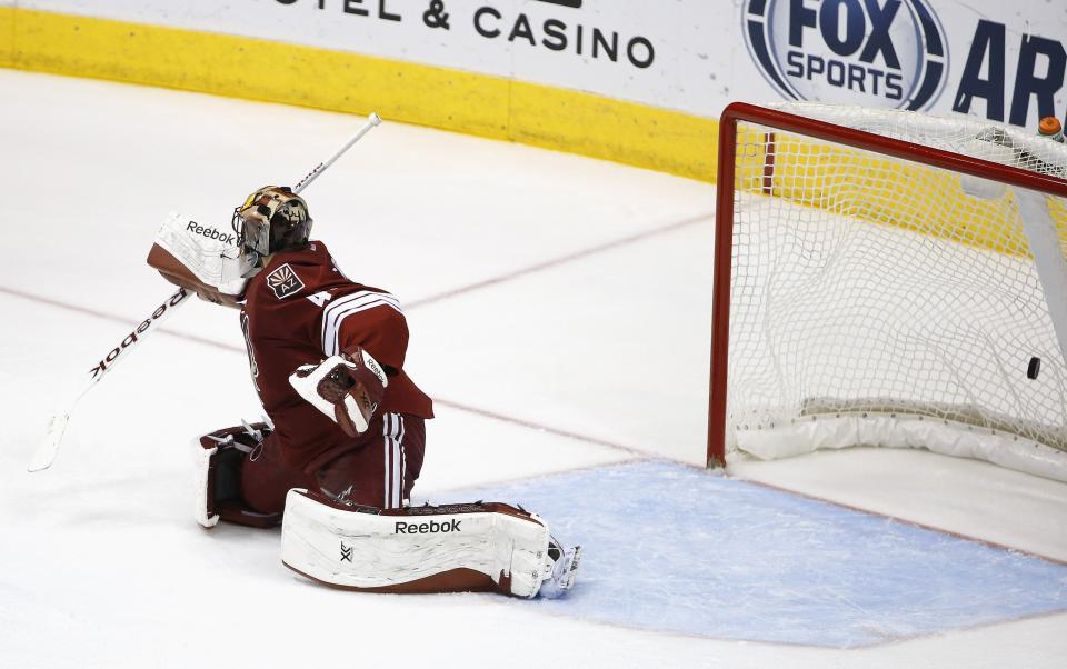 Arizona Coyotes' Mike Smith gives up a goal to Tampa Bay Lightning's Ondrej Palat, of the Czech Republic, during the second period of an NHL hockey game Saturday, Feb. 21, 2015, in Glendale, Ariz. (AP Photo/Ross D. Franklin)