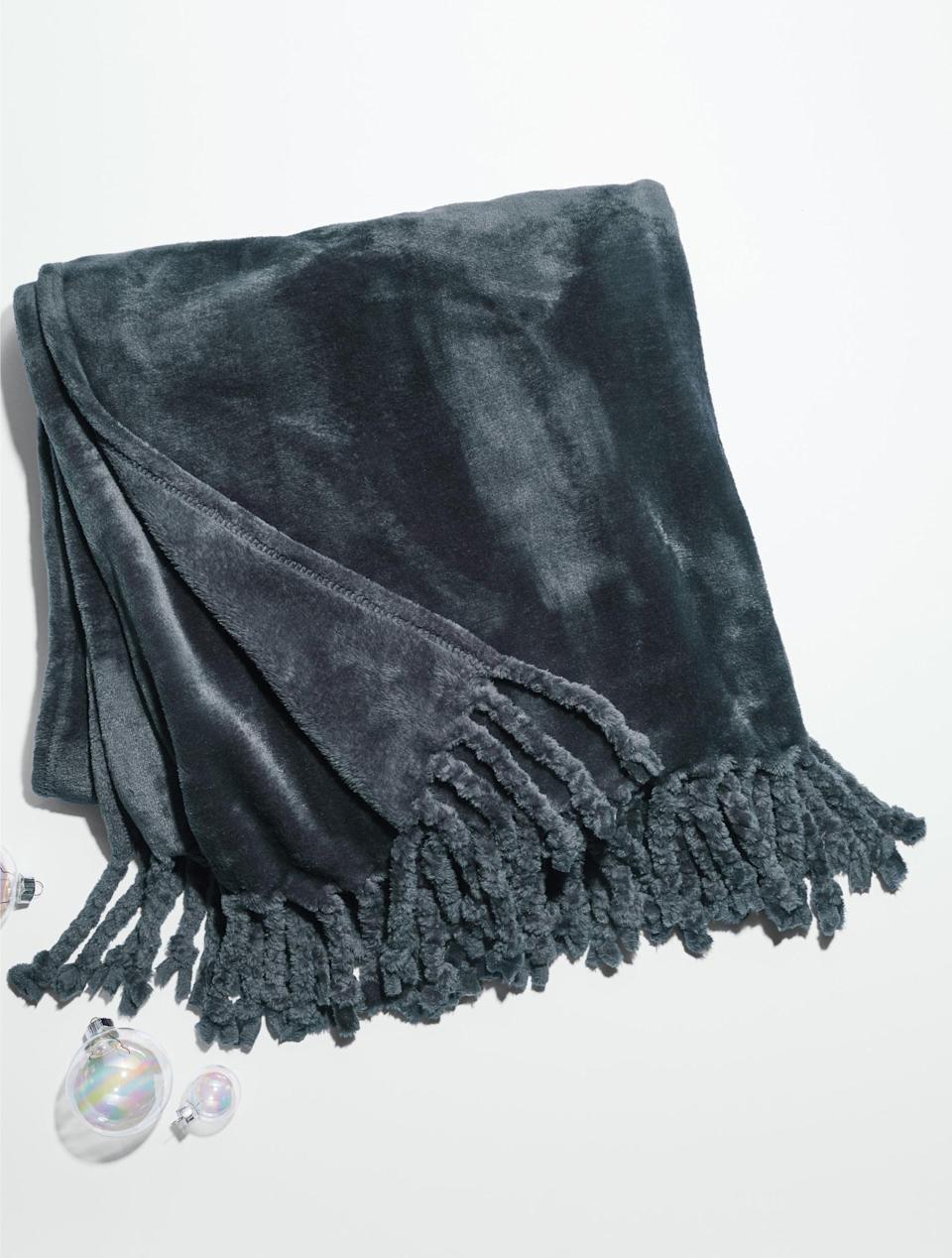 <p>This super-popular <span>Nordstrom Bliss Plush Throw</span> ($40) features over 2,000 positive reviews on Nordstrom's website. What else do you need to know?</p>