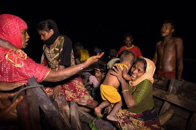 <p>Boats full of people continue to arrive along the shores of the Naf river as Rohingya refugees arrive in the safety of darkness September 27, 2017, on Shah Porir Dwip island, Cox's Bazar, Bangladesh. (Photograph by Paula Bronstein/Getty Images) </p>