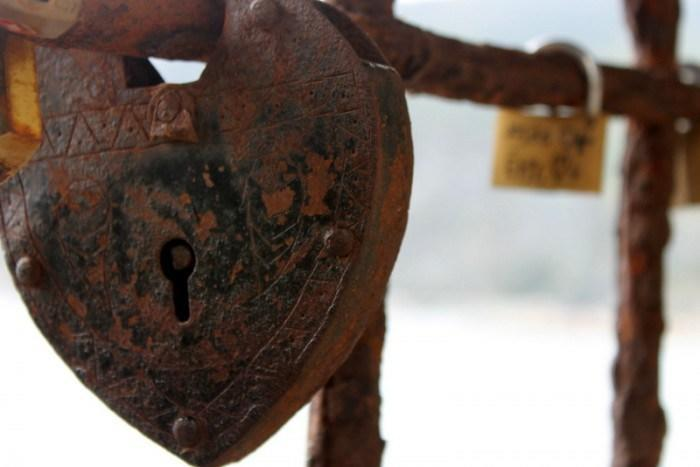 """<p>Love locks find their way all over the world. This one is on the trail from Vernazza to Monterosso.</p><p><i>(Photo: <a href=""""http://www.dtravelsround.com/"""" rel=""""nofollow noopener"""" target=""""_blank"""" data-ylk=""""slk:D Travels Round"""" class=""""link rapid-noclick-resp"""">D Travels Round</a>)</i><br></p>"""