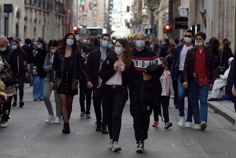 ROME, ITALY - OCTOBER 17: Roman citizens and tourists flock to Via del Corso despite the high increase in Coronavirus positives and the ban on gatherings, on October17, 2020 in Rome, Italy. (Photo by Simona Granati - Corbis/Getty Images) (Photo: Simona Granati - Corbis via Getty Images)