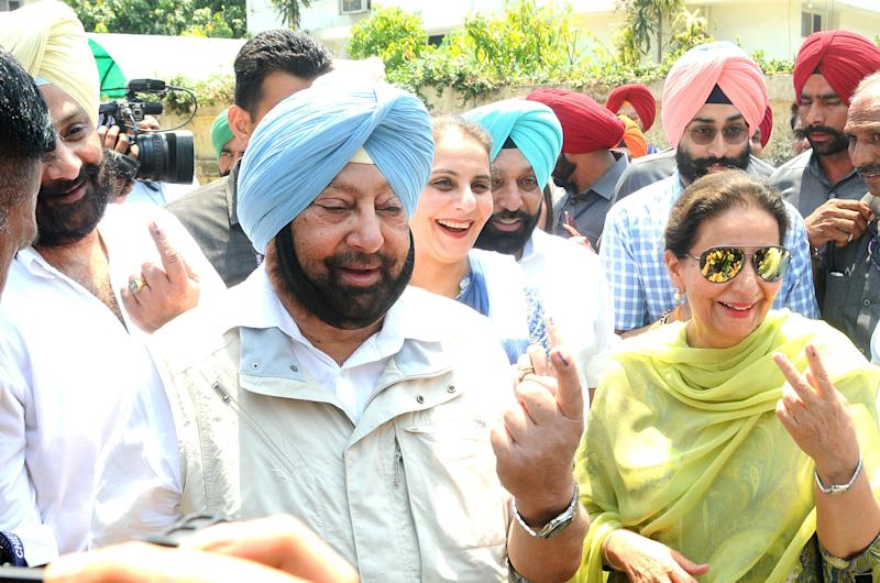 PATIALA, INDIA - MAY 19: Punjab Chief Minister Capt. Amarinder Singh, his son Raninder Singh, daughter Jai Inder Kaur and wife and Congress candidate Preneet Kaur show their fingers marked with indelible ink after casting their votes during the seventh and last phase of Lok Sabha elections, at Government College for Girls, on May 19, 2019 in Patiala, India. Voting has ended for the seventh and final phase of Lok Sabha elections. In the 7th phase, 59 seats will go to polls across seven states and one Union territory to decide the fate of 909 candidates. Among the key states voting today are Punjab (13), West Bengal (9), Madhya Pradesh (8) and Uttar Pradesh (13). The counting of votes will take place on May 23. (Photo by Bharat Bhushan/Hindustan Times via Getty Images)