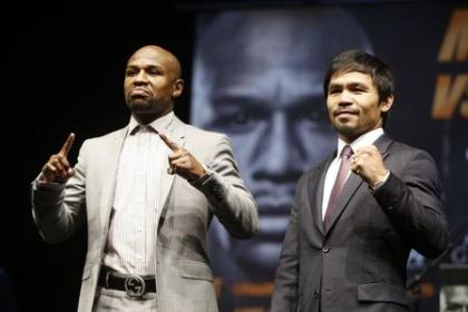 Floyd Mayweather and Manny Pacquiao pose after their introductory press conference. (Reuters)