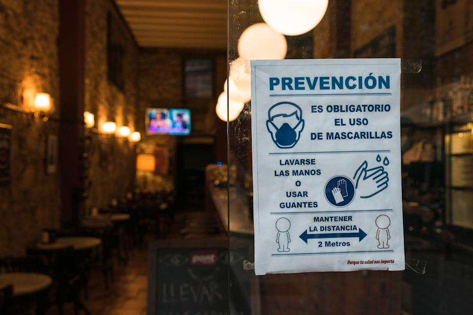 Entrada a un restaurante en Barcelona. (Photo: Getty Images)