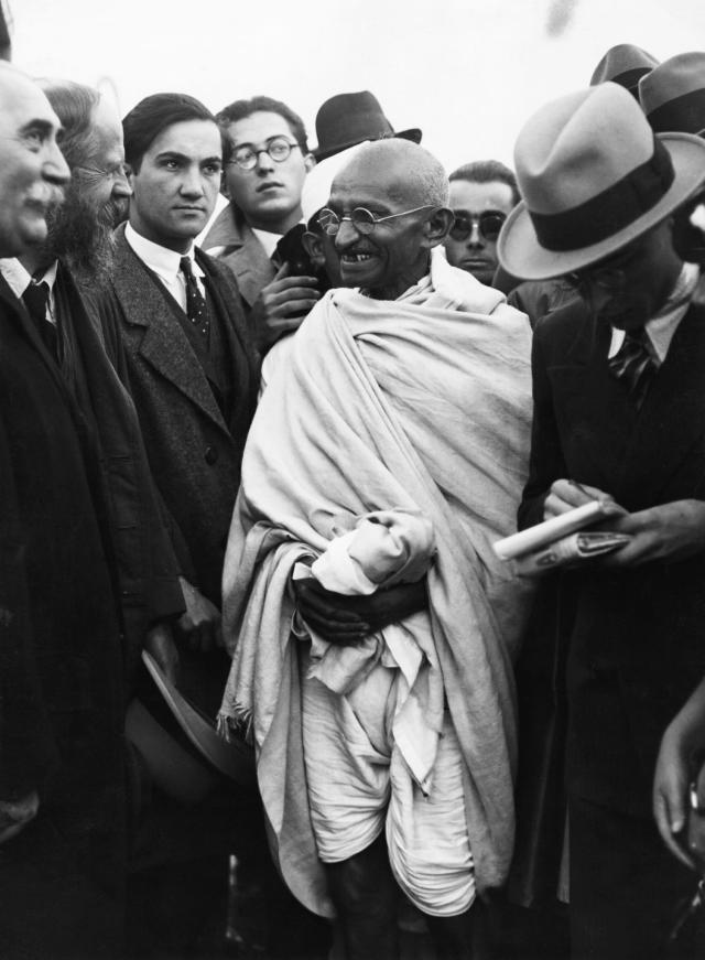 Gandhi with Reporters in Marseille (Photo by Hulton-Deutsch/Hulton-Deutsch Collection/Corbis via Getty Images)