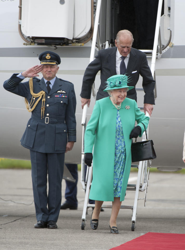 <p>Women in the family often wear colours to honour the country they're visiting, like Middleton donning a maple leaf hat in Canada or the queen wearing jade green when going to Ireland.<i></i> </p>