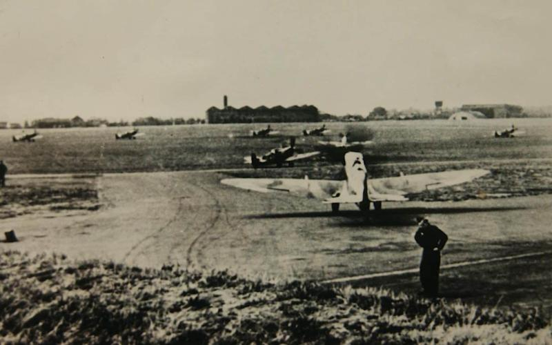 North Weald airfield during the Second World War - Brian Smith