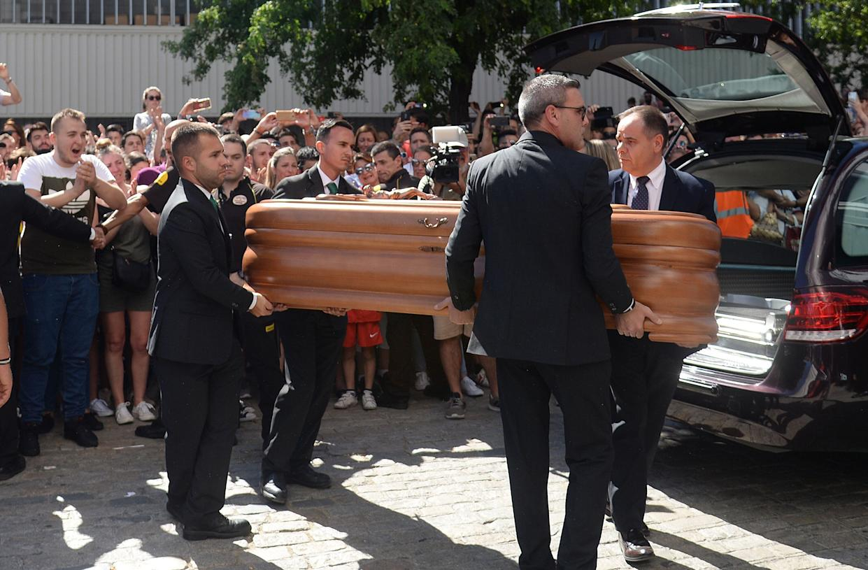 The coffin with the remains of Spanish football player Jose Antonio Reyes arrives for the wake at the Ramon Sanchez Pizjuan stadium in Seville on June 2, 2019. - Former Arsenal, Real Madrid and Spain forward, Jose Antonio Reyes, 35, was killed in a car crash yesterday. Reyes shot to fame at Sevilla and secured a switch to Arsenal, where he was part of the unbeaten 'Invincibles' 2003-2004 Premier League winners, before spells at Real and Atletico Madrid. (Photo by CRISTINA QUICLER / AFP)        (Photo credit should read CRISTINA QUICLER/AFP/Getty Images)