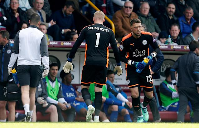 """Soccer Football - Premier League - Burnley vs Leicester City - Turf Moor, Burnley, Britain - April 14, 2018 Leicester City's Ben Hamer comes on as a substitute to replace Kasper Schmeichel Action Images via Reuters/Ed Sykes EDITORIAL USE ONLY. No use with unauthorized audio, video, data, fixture lists, club/league logos or """"live"""" services. Online in-match use limited to 75 images, no video emulation. No use in betting, games or single club/league/player publications. Please contact your account representative for further details."""