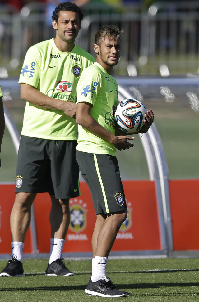 Brazil's Neymar, right, and Fred, attend a training session in Teresopolis, Brazil, Wednesday, June 25, 2014. Brazil will face Chile on June 28 in the round of 16 of the 2014 soccer World Cup. (AP Photo/Andre Penner)