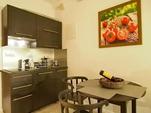 <p>The kitchen is small but hey, there's wine.<br>(Airbnb) </p>