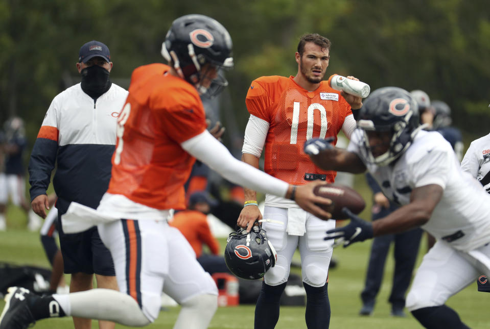 Will Mitchell Trubisky (10) or Nick Foles (9) win the Bears' QB competition? Here's how it will be decided. (Brian Cassella/Chicago Tribune via AP, Pool)