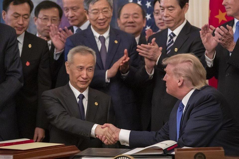 Former US President Donald Trump and Chinese Vice-Premier Liu He sign a trade agreement at the White House on January 15, 2020. Photo: EPA-EFE