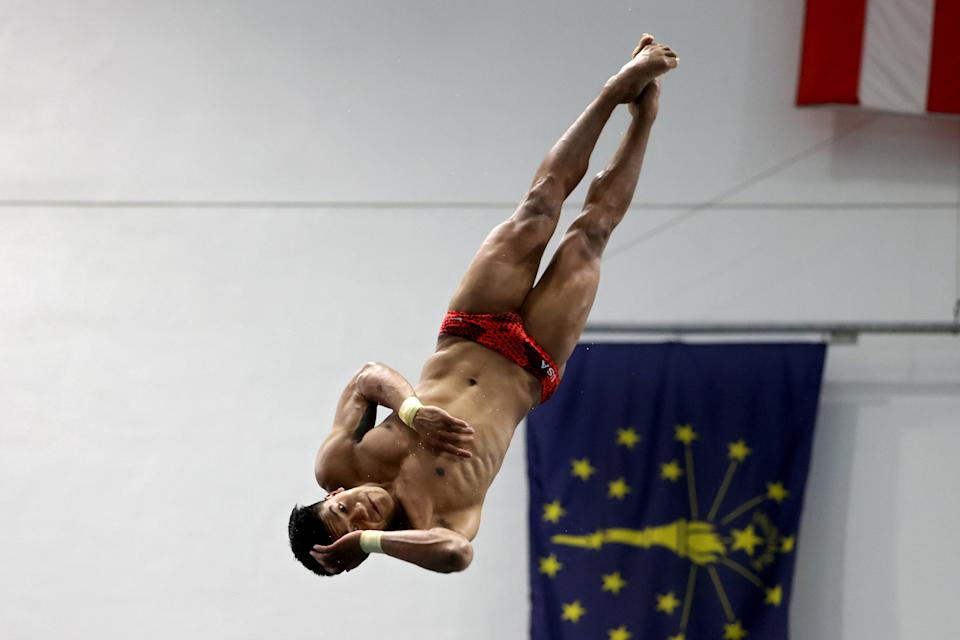 Jordan Windle competes in the men's 10m platform final during 2021 US Olympic Trials.