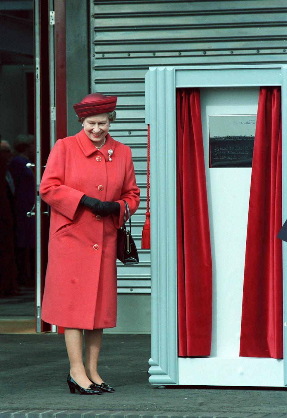 <p>Her Majesty the Queen opens the Royal Suite at Heathrow airport. (PA Archive) </p>