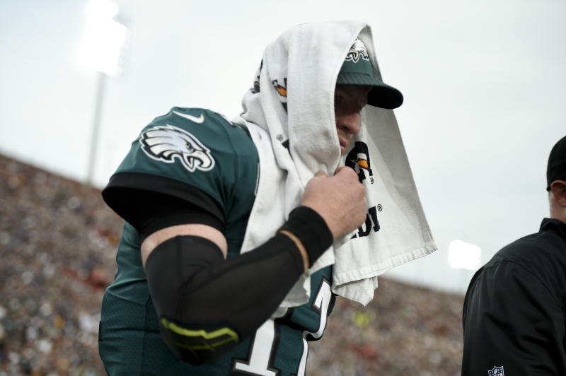 Carson Wentz didn't return to the Eagles game against the Rams after tossing a touchdown pass to Alshon Jeffery. (AP)