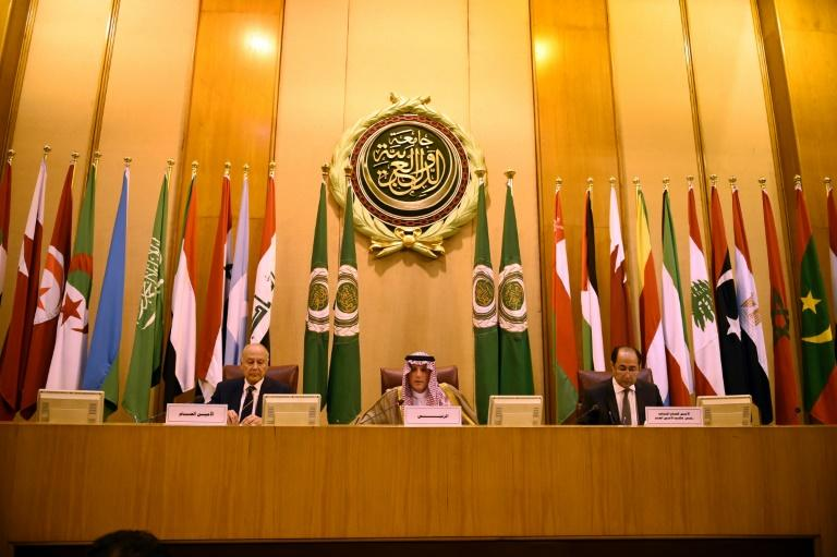 Saudi Foreign Minister Adel al-Jubeir (C) and Arab League secretary-general Ahmed Aboul Gheit (L) attend an Arab League meeting in Cairo on May 17, 2018