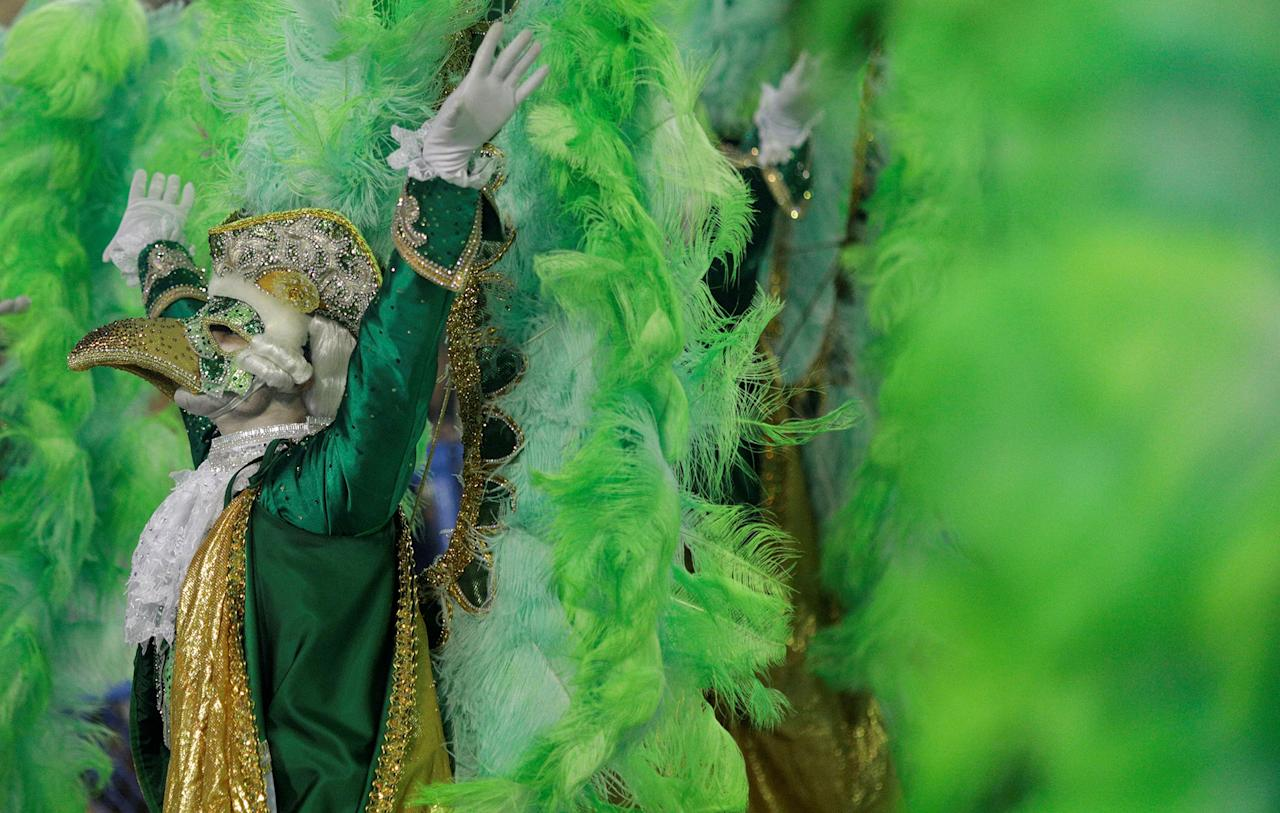 <p>A reveller from Imperatriz samba school performs during the second night of the Carnival parade at the Sambadrome in Rio de Janeiro, Brazil, Feb. 13, 2018. (Photo: Ricardo Moraes/Reuters) </p>