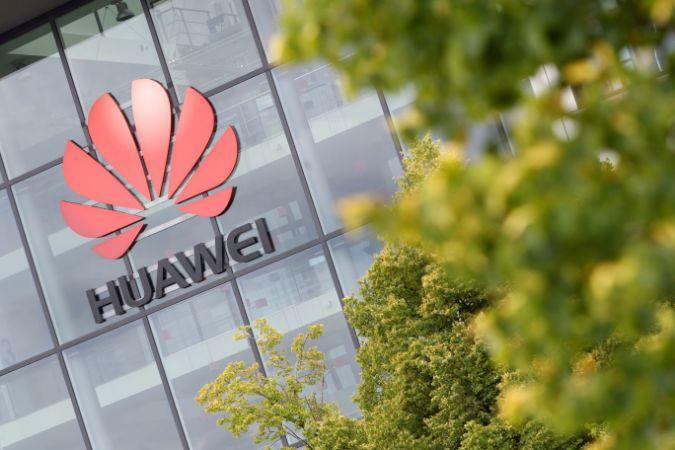 Huawei logo is pictured on the headquarters building in Reading, Britain July 14, 2020. REUTERS/Matthew Childs - RC2YSH93WJFF