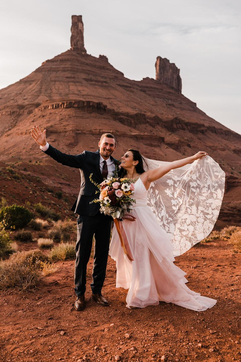 """The two eloped in Moab, Utah, with just a few family members present. (Photo: <a href=""""https://thehearnes.com/"""" target=""""_blank"""">The Hearnes </a>)"""
