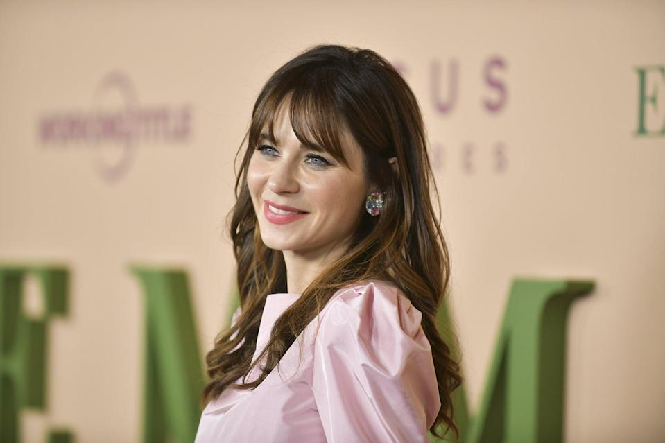 LOS ANGELES, CALIFORNIA - FEBRUARY 18: Zooey Deschanel attends the premiere of Focus Features'