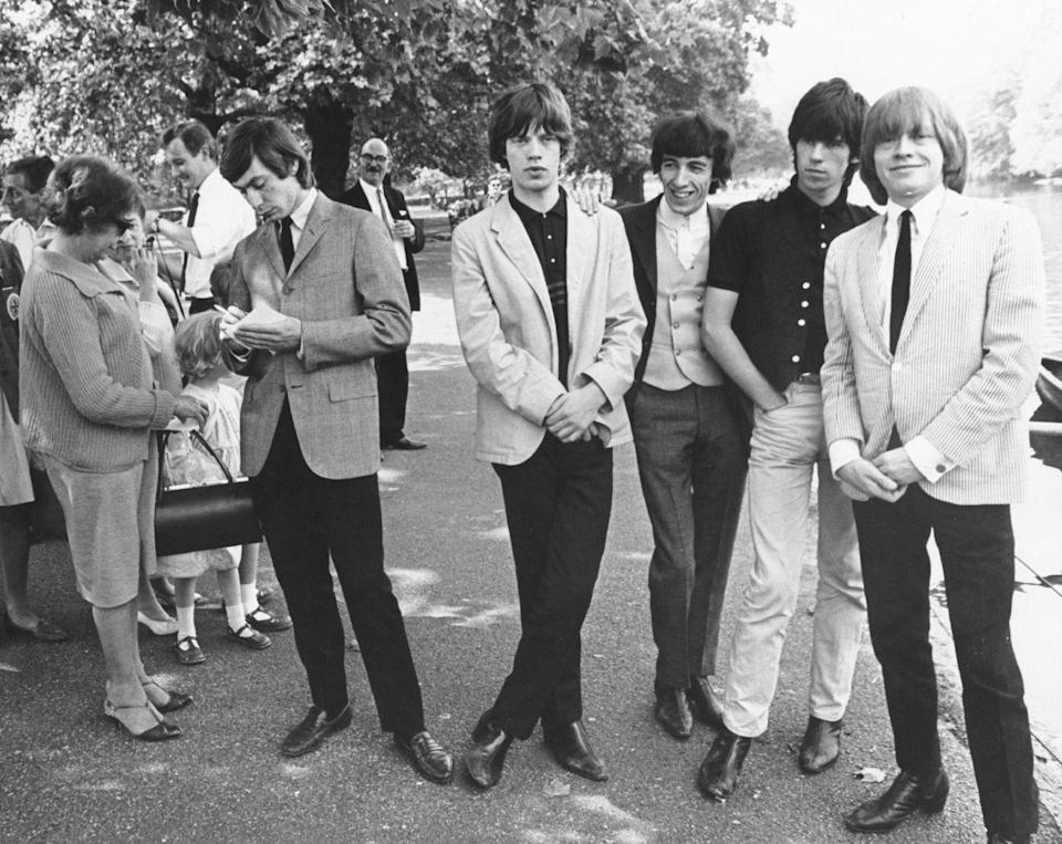 <p>Nothing to see here, just Mick and his bandmates casually posing for photographs after being stopped by fans during a walk in a park, 1964.</p>