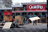 Workers board up windows and install fencing around a gas station in Ferguson Missouri, on November 24, 2014 (AFP Photo/Jewel Samad )