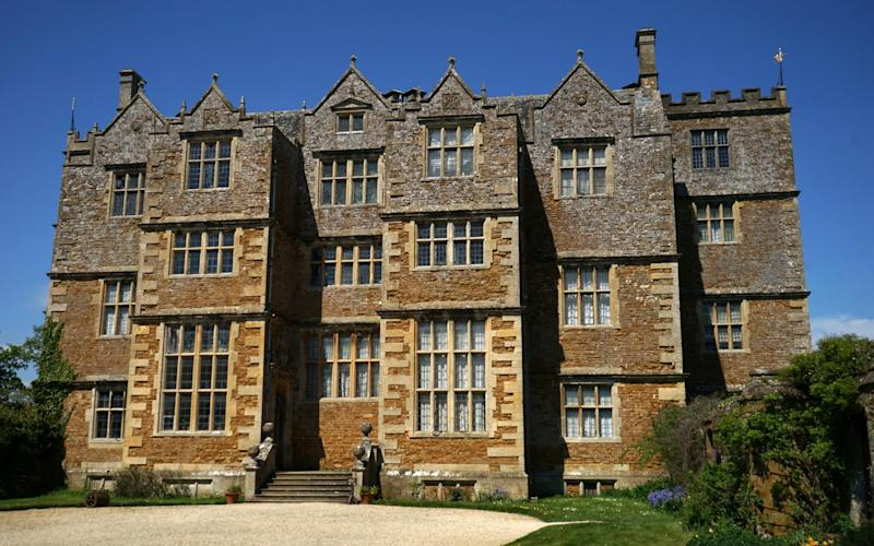 Chastleton House in Oxfordshire - Universal History Archive/Universal Images Group Editorial