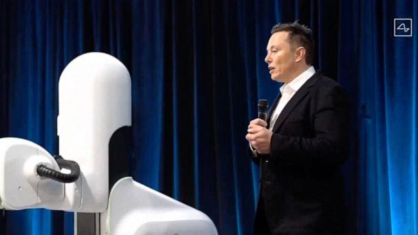 PHOTO: Elon Musk conducts a Neuralink livestream showing a surgical robot on Aug. 28, 2020. Futurist entrepreneur Elon Musk late demonstrated progress made by his Neuralink startup in meshing brains with computers. (Neuralink/AFP via Getty Images)