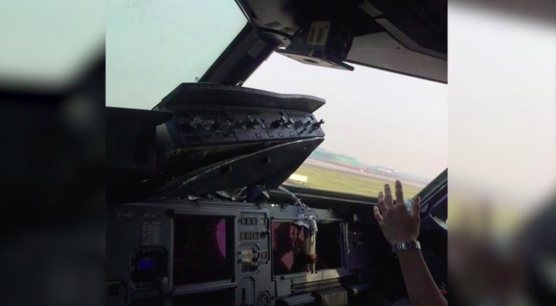 'Heroic' captain makes emergency landing after aircraft windshield breaks at 32000 feet