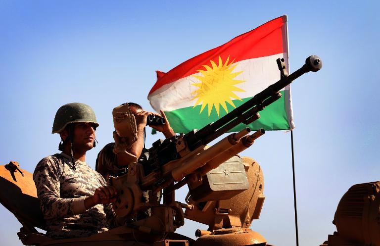 Iraqi Kurdish Peshmerga fighters keep watch on the front line in Khazer, west of Arbil on September 7, 2014 (AFP Photo/Safin Hamed)