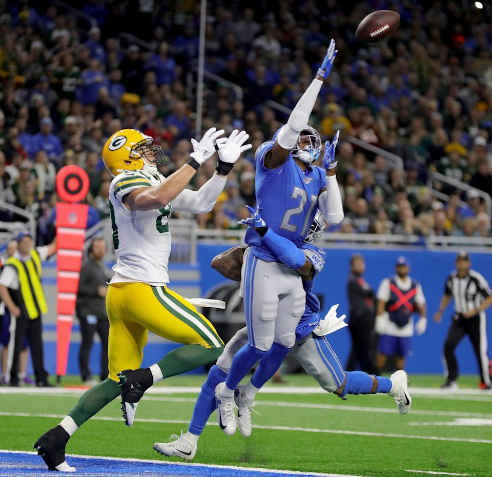 Detroit Lions safety Tracy Walker breaks up a pass to Green Bay Packers tight end Jimmy Graham during the second half Sunday, Dec. 29, 2019 at Ford Field.
