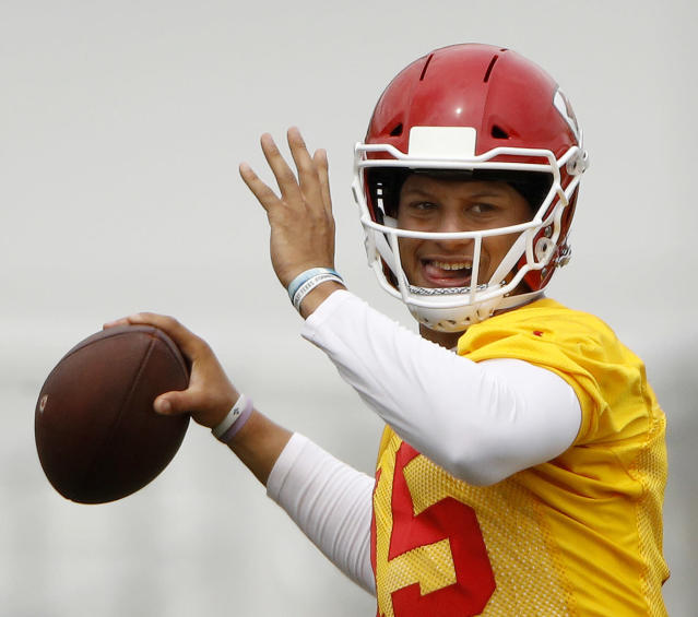 Kansas City Chiefs quarterback Patrick Mahomes passes the ball during the NFL football team's organized team activities, Tuesday, June 12, 2018, in Kansas City, Mo. (AP Photo/Charlie Riedel)
