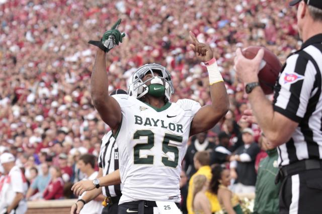 NORMAN, OK - NOVEMBER 10: Running back Lache Seastrunk #25 of the Baylor Bears celebrates a touchdown against the Oklahoma Sooners November 10, 2012 at Gaylord Family-Oklahoma Memorial Stadium in Norman, Oklahoma. (Photo by Brett Deering/Getty Images)