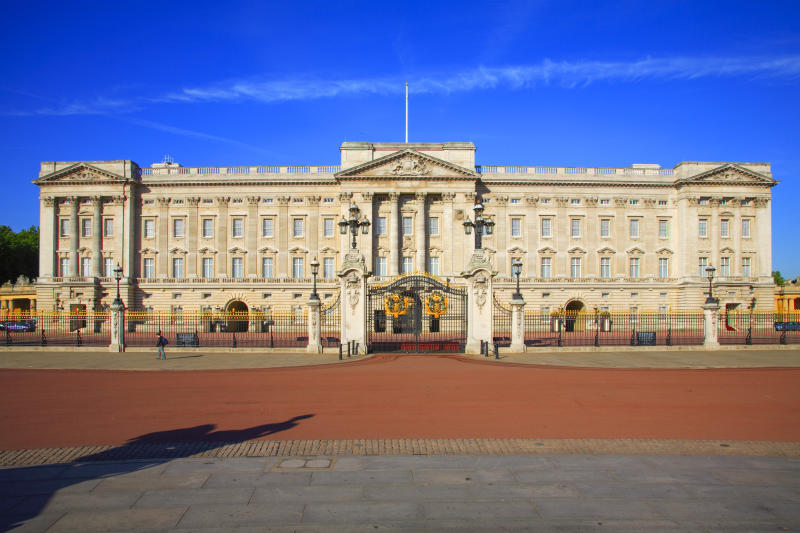 Frontal view on Buckingham Palace.