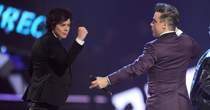 Robbie Williams presents Harry Styles of One Direction with the Global Success at The Brit Awards 2013 (Copyright: Getty/Dave J Hogan)