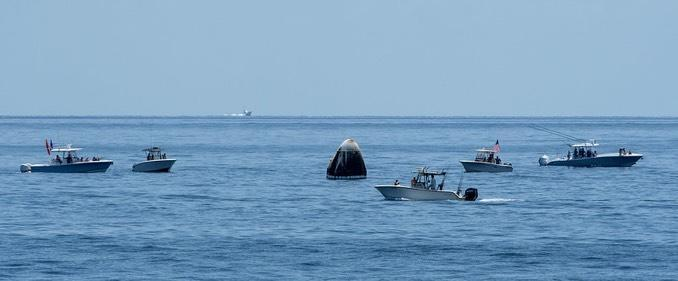 The SpaceX Crew Dragon capsule was surrounded by boaters shortly after touchdown, ignoring Coast Guard warnings to stay away. / Credit: NASA/Bill Ingalls