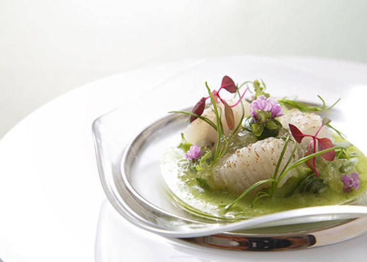 ▲A composition of mi-cuit dagger-tooth pike conger and concombre with a hint of Japanese basil