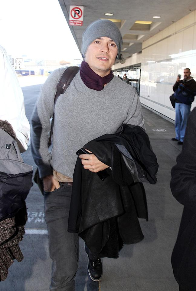 "Add British babe Orlando Bloom to the list of famous frequent fliers who wear something to protect their heads when boarding a flight. <a href=""http://www.x17online.com"" target=""new"">X17 Online</a> - January 23, 2010"