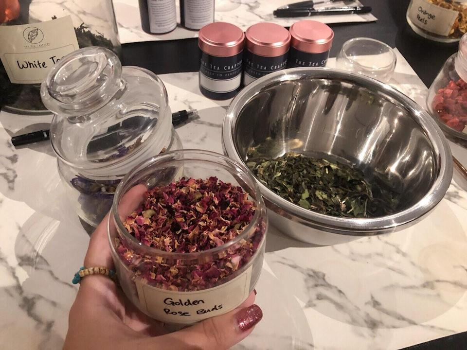 Choosing teas and add-ons for the tea blend