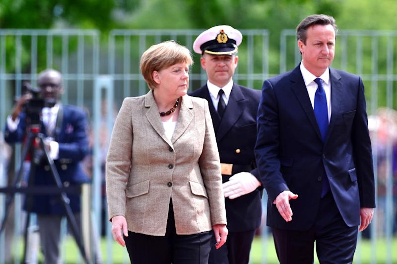 German Chancellor Angela Merkel (L) and British Prime Minister David Cameron inspect a military guard of honour in front of the Chancellery in Berlin prior to a meeting on May 29, 2015 (AFP Photo/John MacDougall)