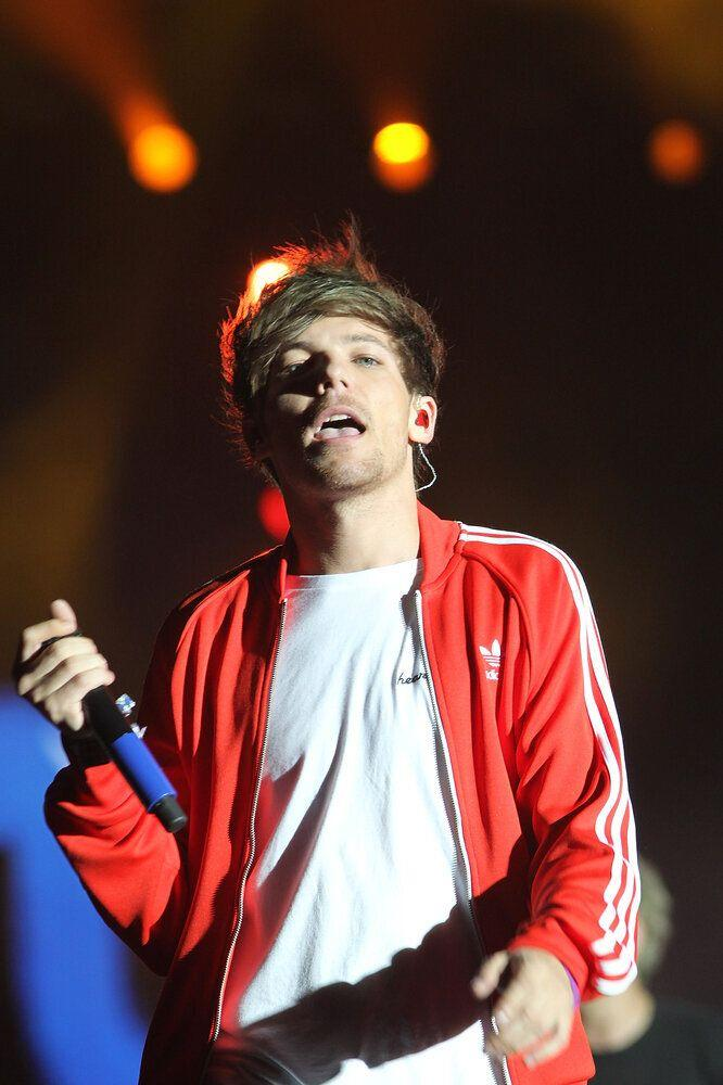 """A journalist for The Independent noticed that Louis was sporting a t-shirt with the Apple logo on, but emblazoned in rainbow colours, she speculated it might be a mark of solidarity with the company's CEO, who had recently come out. Louis, unfortunately, totally misread the situation, and took it as accusations that he himself was gay, tweeting the journalist directly and writing: """"I am in fact straight... Fucking ridiculous I even have to tweet that shit!"""" You know what, Louis? You didn't have to."""